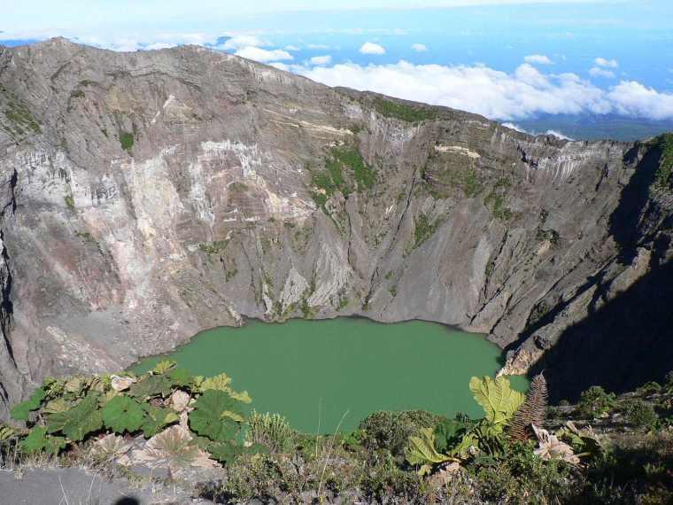 irazu-volcano-crater